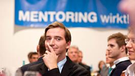 TUM_mentoring_gang_senatssaal_eckert_01